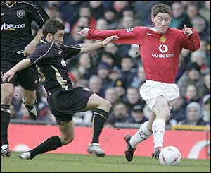 Man Utd's David Jones runs with the ball