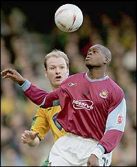 West Ham's Marlon Harewood battles for the ball with Gary Doherty of Norwich