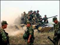 俄罗斯空降兵部队士兵在指定区域集结待命