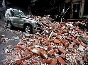 La furia de Katrina destruyó ventanas, derribó árboles y derrumbó los tendidos eléctricos en Alabama, Mississippi y Louisiana.