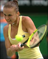wallpapers of tennis player karolina sprem hairstyles
