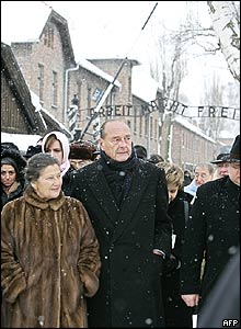 French President Jacques Chirac and former Auschwitz prisoner and former French Health Minister Simone Veil