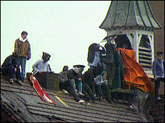 Prisoners on Strangeways roof