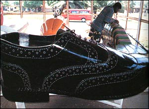 Shoe-shaped coffin