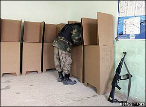 An Iraqi soldier votes at a polling station in Ramadi