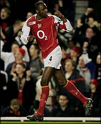 Patrick Vieira celebrates putting Arsenal 1-0 up