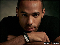 Thierry Henry wearing the anti-racism double wristbands