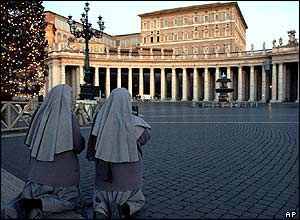 Nuns pray on St Peter's Square