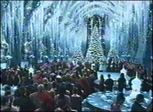 Hogwarts' Great Hall looks amazing all ready for Christmas