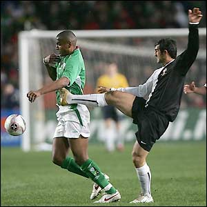 Clinton Morrison is tackled by Marco Caneira