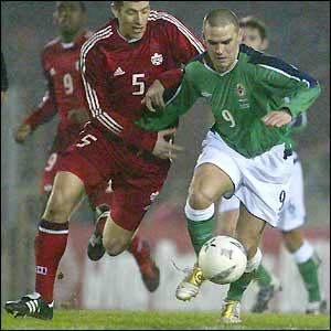 David Healy searches in vain for his 16th international goal