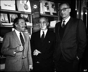 Miller with Tennessee Williams (left) and director Elia Kazan (centre) in 1967