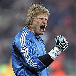 Bayern Munich goalkeper Oliver Kahn celebrates his side's early opener