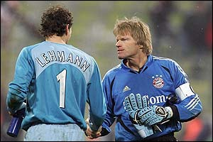 Jens Lehmann and Oliver Kahn shake hands