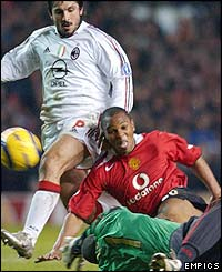 Quinton Fortune beats Dida to the ball