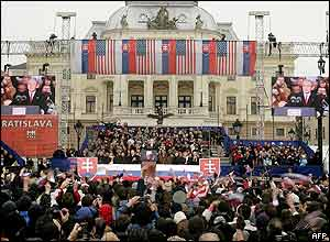 President Bush addresses the crowd in Bratislava's Hviezdoslavovo Square