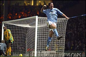 Robbie Fowler celebrates his winner