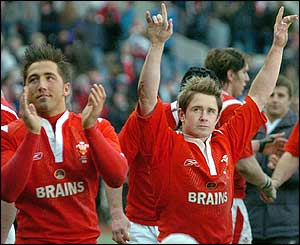 Gavin Henson and Shane Williams celebrate the Welsh win
