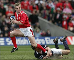 Welsh scrum-half Dwayne Peel makes a break