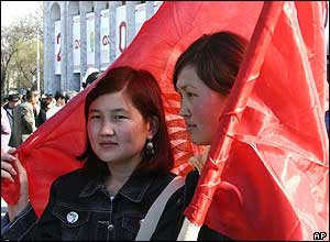 Kyrgyz pro-government demonstrators hold a national flag during a rally in the main square in the capital Bishkek, Kyrgyzstan, Tuesday, March 22, 2005