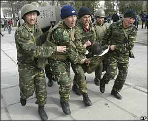 Kyrgyz soldiers carry a wounded colleague