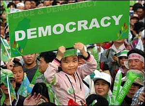 A young Taiwanese supporter holds a democracy sign