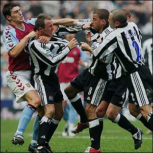 Players try to break up a fight between Lee Bowyer and Kieron Dyer