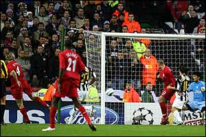 Sami Hyypia scores Liverpool's first goal