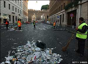 Litter sweepers in Rome