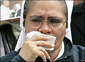 Nun weeps for Pope John Paul II