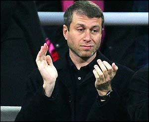 Roman Abramovich applauds his team off the pitch
