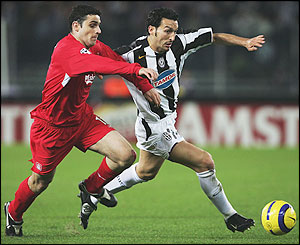 Antonio Nunez of Liverpool  and Gianluca Zambrotta of Juventus do battle