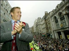 Jonny Wilkinson on top of bus in Regent St