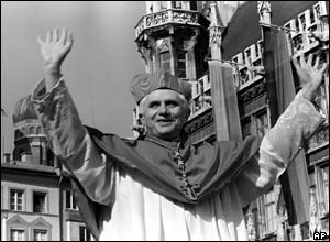 Cardinal Ratzinger bids farewell to Bavarian believers in downtown Munich before heading to the Vatican in 1981