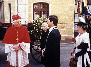 Joseph Ratzinger revisits the town where he went to school