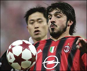 Gennaro Gattuso of AC Milan vies with PSV Eindhoven's Young Pyo Lee