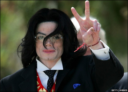 Pop star Michael Jackson was found not guilty of mistreating a child by a US court.