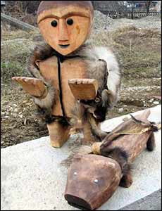 Wooden statues (savens)