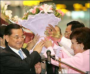 Taiwan's main opposition party leader Lien Chan is given a bouquet of flowers as he boards a flight to mainland China, April 26, 2005