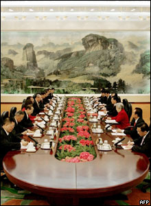 Taiwanese delegation headed by opposition leader Lien Chan (5th L) talks with Chinese counterpart headed by China's President Hu Jintao (4th R) in Beijing, 29 April 2005.