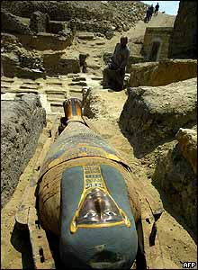 Mummy being put on display at Saqqara complex