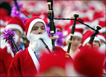Nearly 1,500 Santas gather in Edinburgh to start the Great Scottish Santa Run covering a 1.5km circuit.
