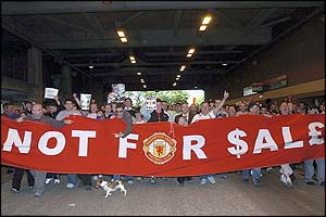 Fans protest at Old Trafford