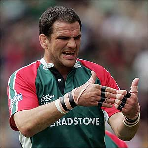 Tigers captain Martin Johnson tries to organise his team