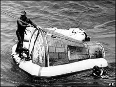 Navy divers recover the Gemini V capsule