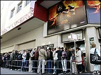 Fans queue to watch Star Wars