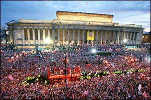 An estimated 300,000 fans gather at St George's Hall