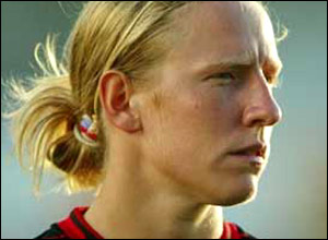 Leanne Hall plays in goal for Fulham and is a big Sheffield Wednesday fan. - _41210093_nleannehall