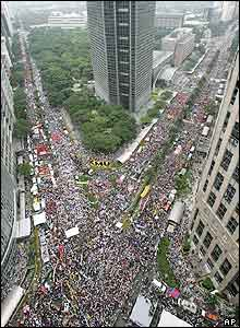 Protesters take part in a mass demonstration calling on Philippine President Gloria Arroyo (GMA) to resign, in the Makati financial district of Manila, 13 July 2005