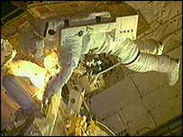 Astronaut repairs space craft